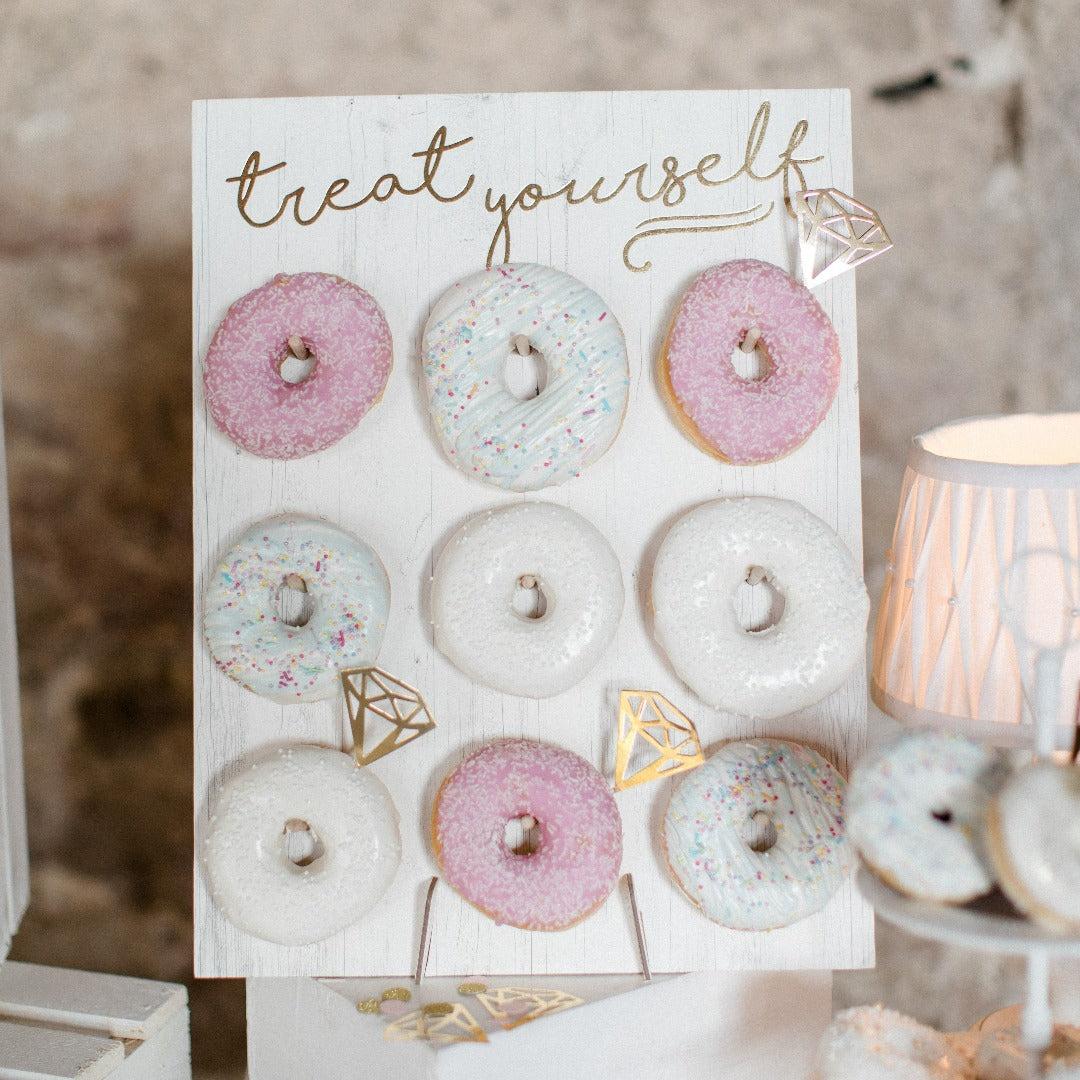 """Donut Wand Aufsteller """"Treat Yourself"""""""